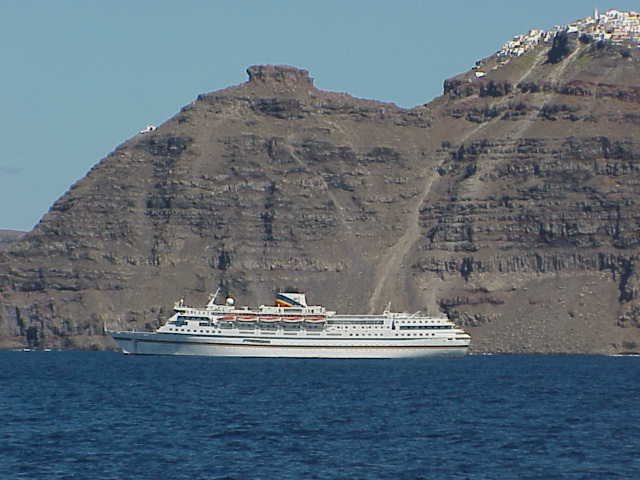 Cruise ship, Fira