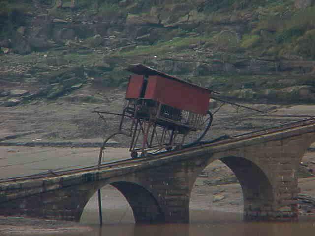 Shoreside loading ramp,    Yangtze River