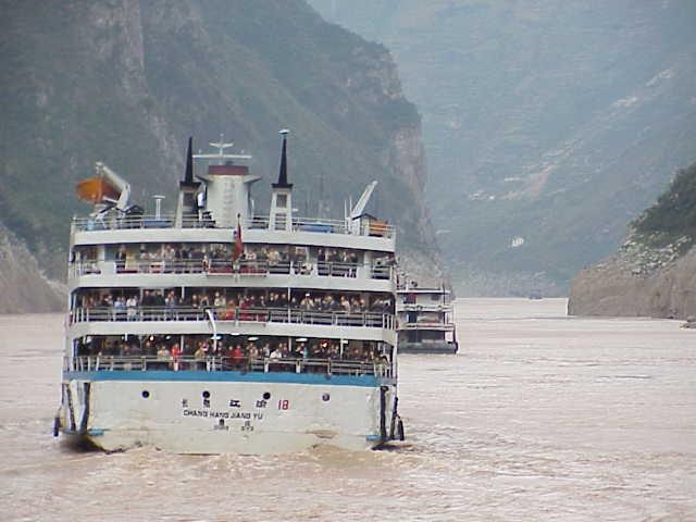Wu Gorge, cruise ship,     Yangtze River