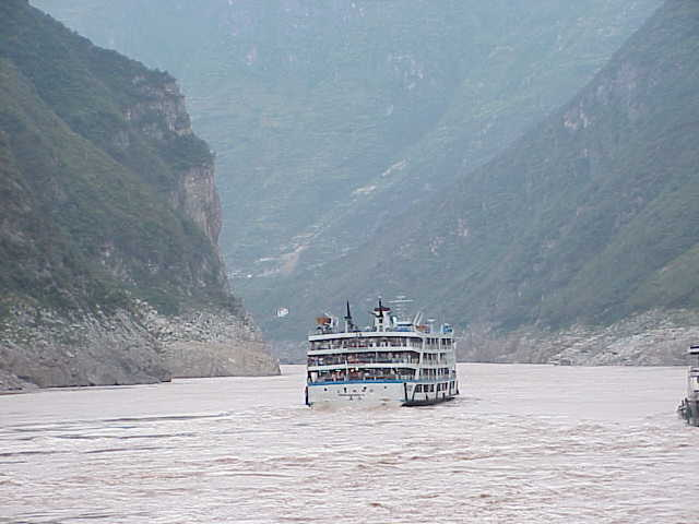 Wu Gorge, cruise ship,     Yangtze River
