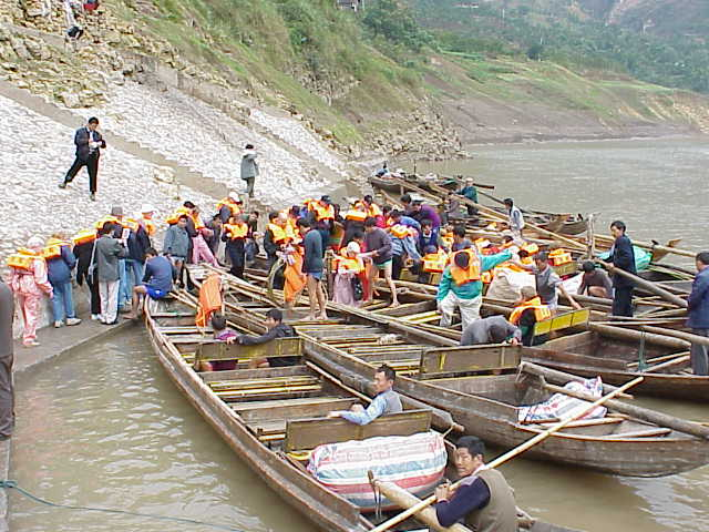 Loading peapod sampans    , Shennong Stream, Badong