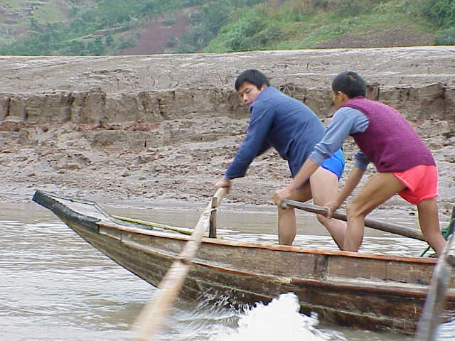 Rowing sampans upstream   , Shennong Stream, Badong